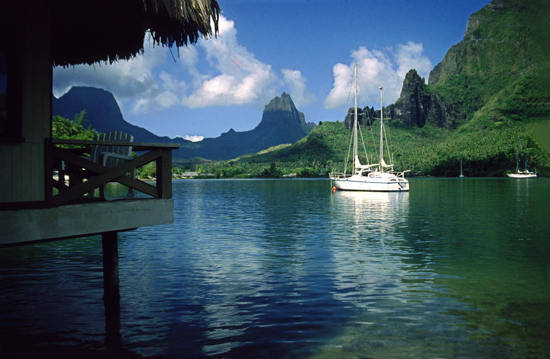 Moorea S Cook S Bay Bungalow And Yachts