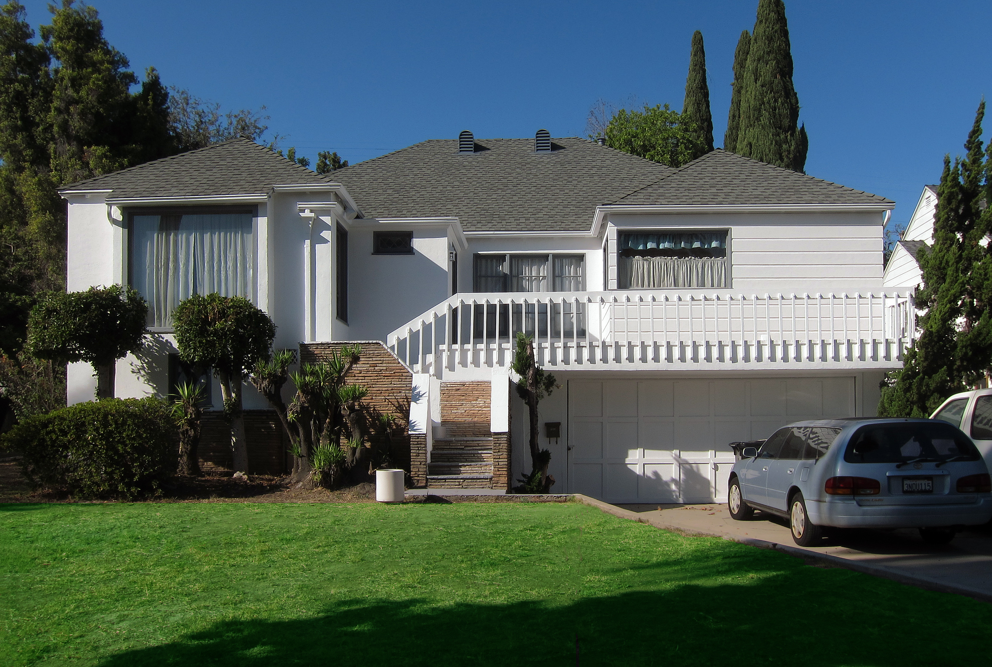 after preparation white primer was applied to both stucco and wood trim stucco was painted with behr premium plus exterior bit of sugar flat white - Painted Wood Home 2015