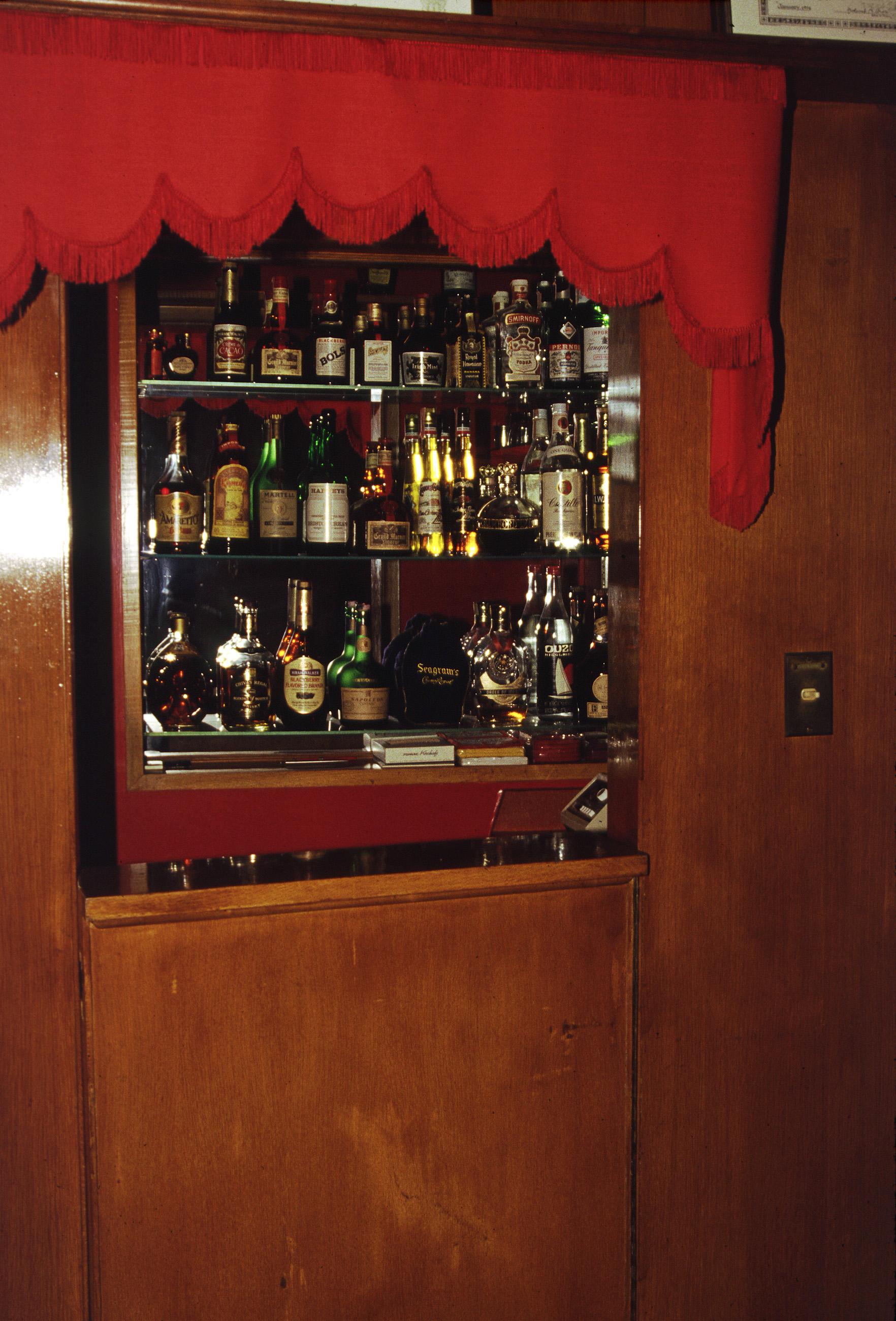 Family Room Bar Photos