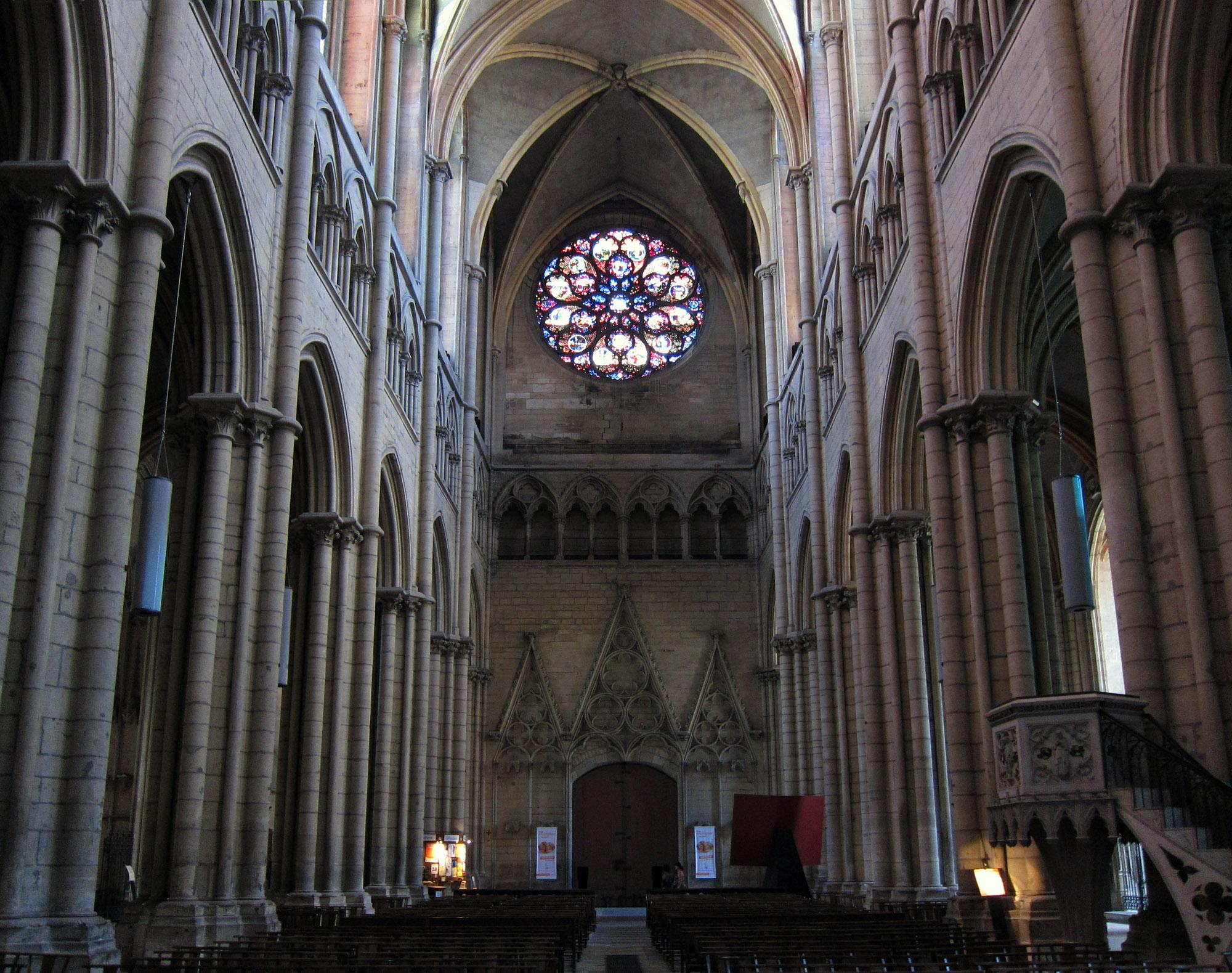 Inside st jean lyon cathedral lyon france for Audiovisuel exterieur de la france