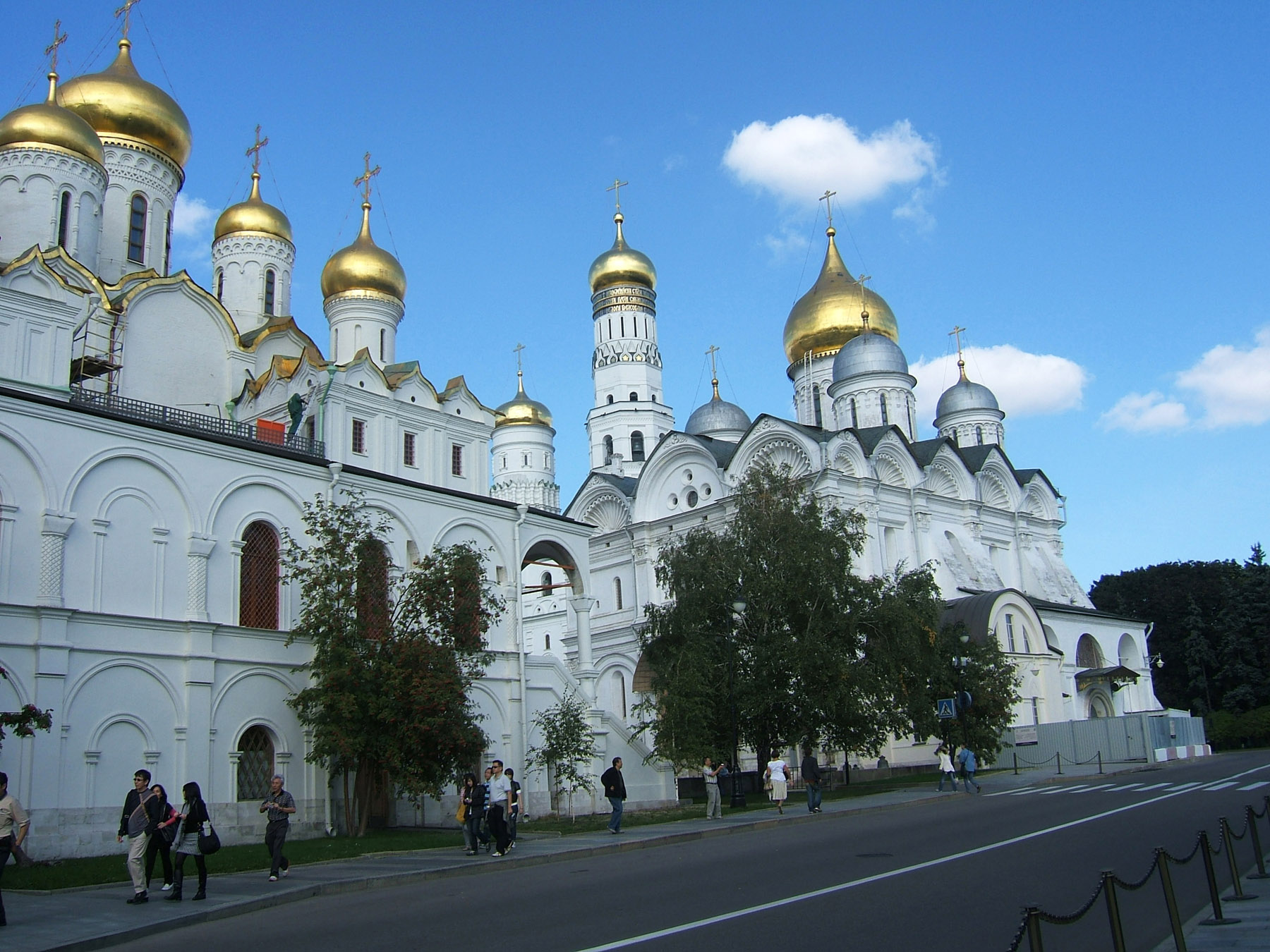 Archangel and annunciation cathedrals in cathedral square the kremlin